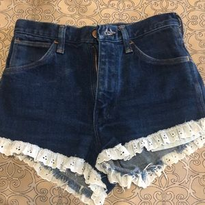 Wrangler jean shorts lace trim size 28